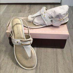NWT Bandolino White Sandals 8